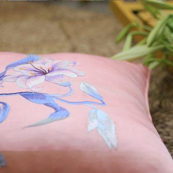 Gối thêu hoa ly - Gối sofa cao cấp