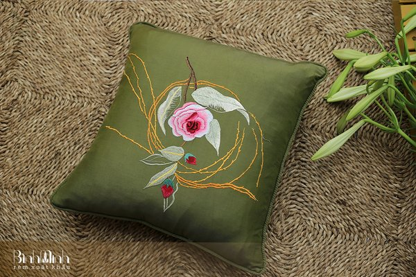 """Khám phá 3 mẫu gối sofa hoa thêu tay """" Cực phẩm """" tại Rèm Bình Minh"""