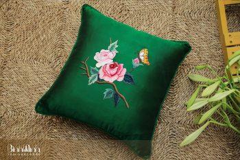 Mẫu gối sofa thêu hoa trà đủ sắc màu
