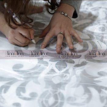vẽ lên vải trước khi thêu