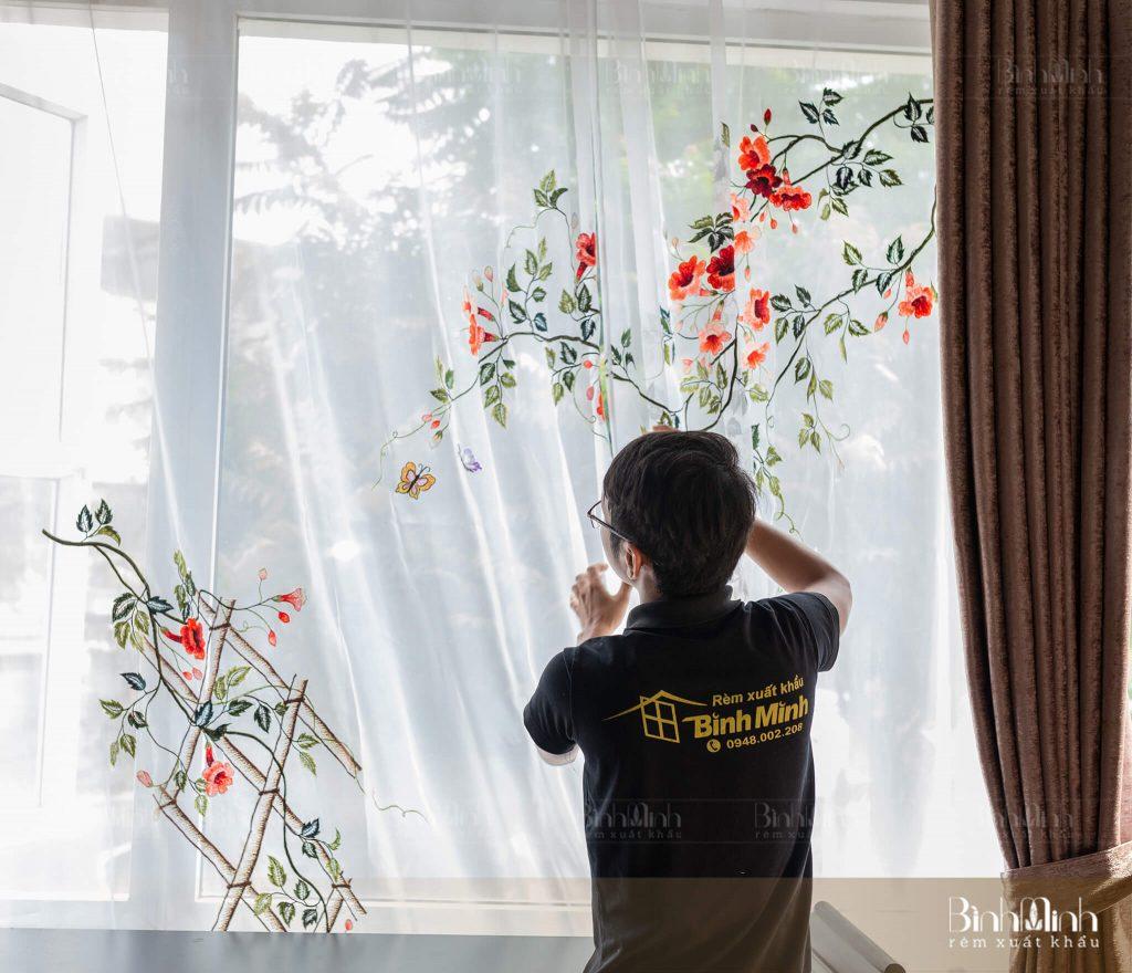 Rèm thêu hoa đăng tiêu
