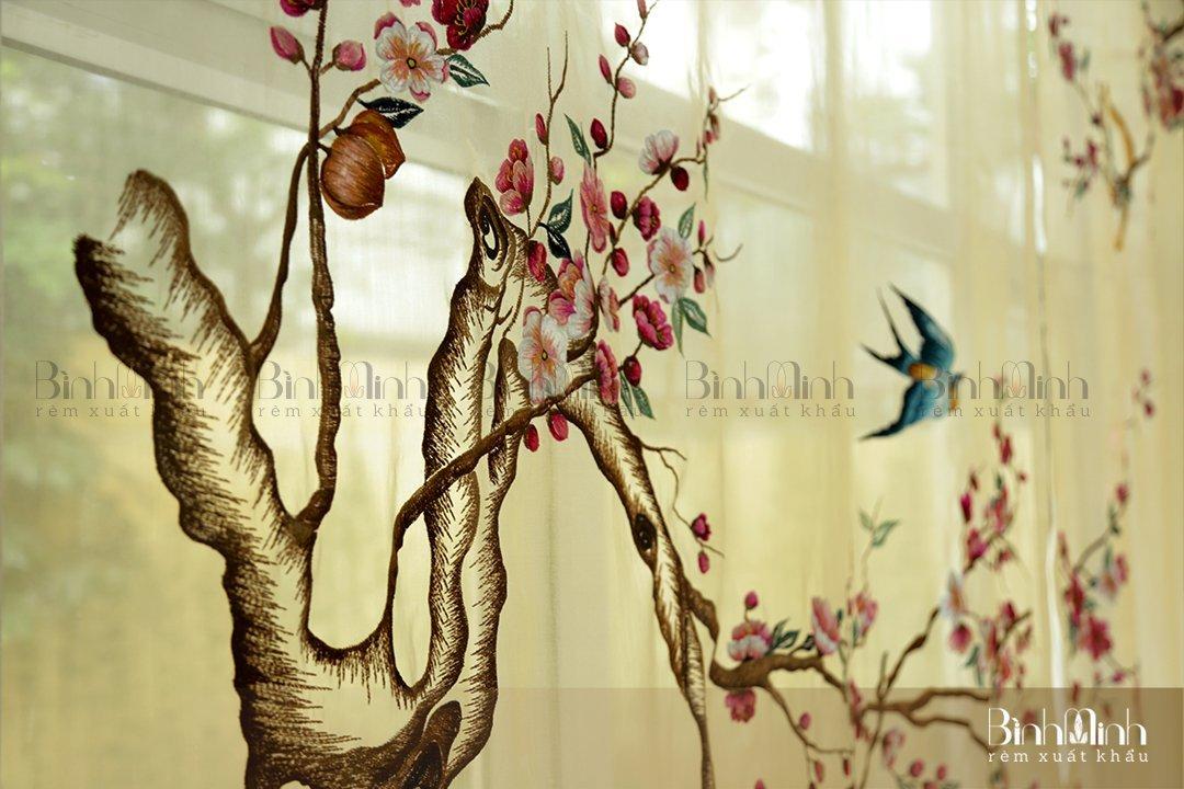 Mẫu rèm thêu hoa đào thu hút mọi ánh nhìn