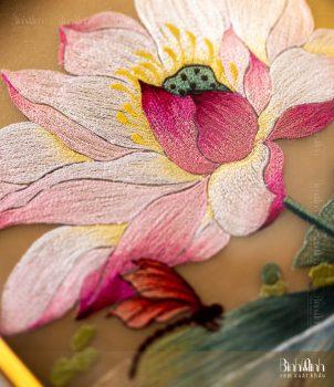 Tranh thêu hoa sen tại Tranh thêu Bình Minh Vina