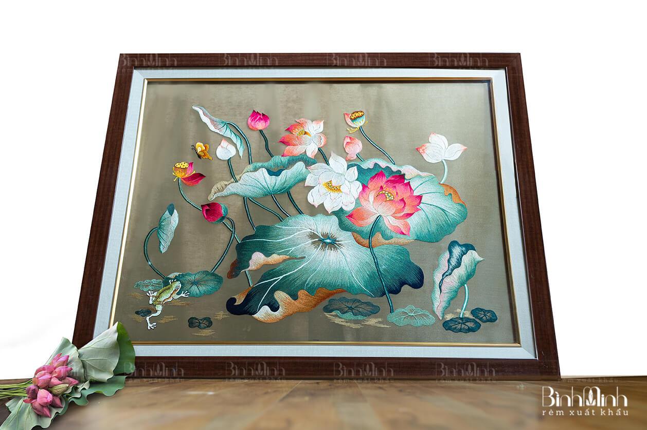 Làng nghề thêu Văn Lâm với tác phẩm thêu hoa sen