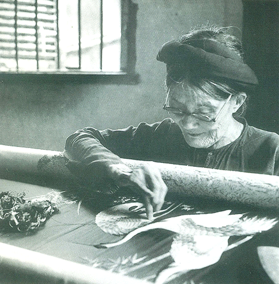 Người lưu giữ vẻ đẹp của thêu truyền thống
