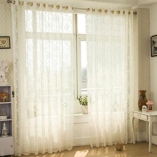 Những chiếc rèm vải voan rất đẹp mắt, mang phong cách vintage nhẹ nhàng