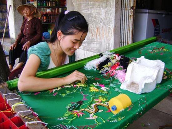 Làng thêu đông cứu – nghệ thuật thêu long bào xưa xuất sắc