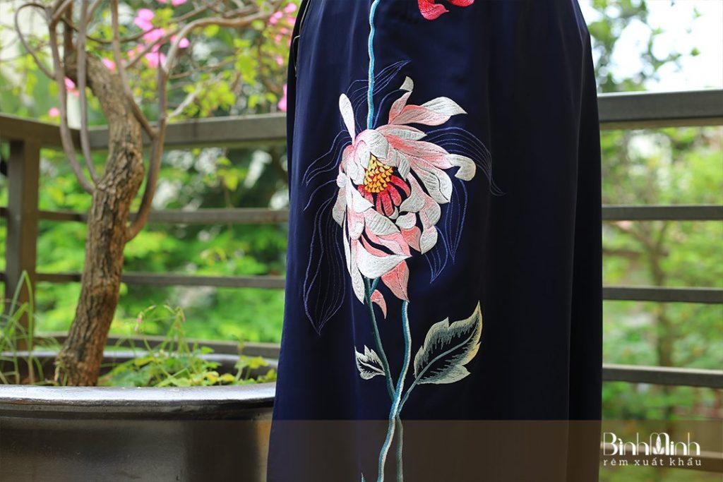 Áo dài thêu hoa sen