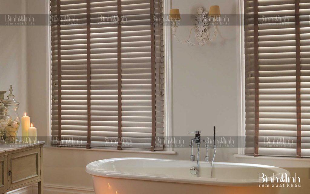 Rèm cuốn gỗ phòng tắm