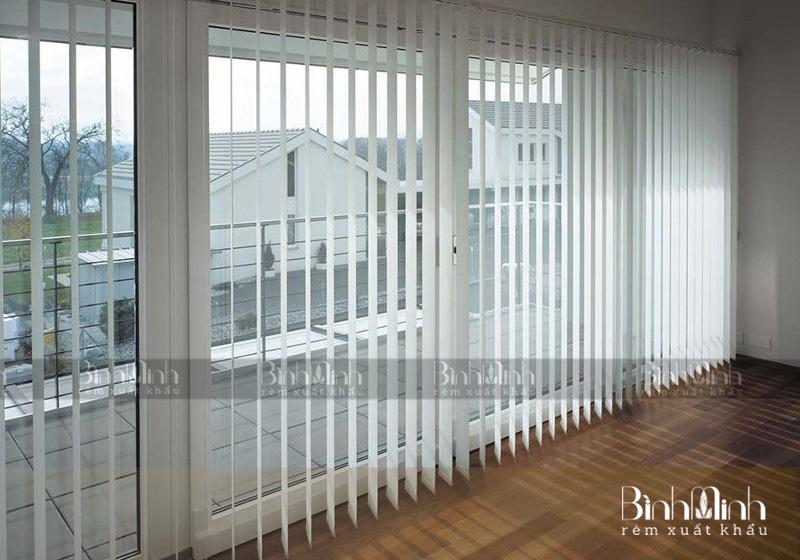 Chất liệu rèm lá dọc khá bền, có nhiều ưu điểm nổi bật.