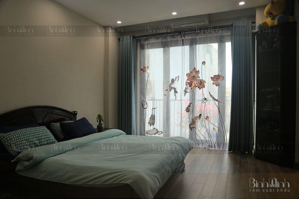 Rèm phòng ngủ thêu hoa sen