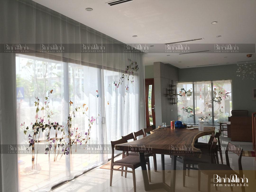 Rèm phòng ăn với họa tiết thêu hoa bìm bịp