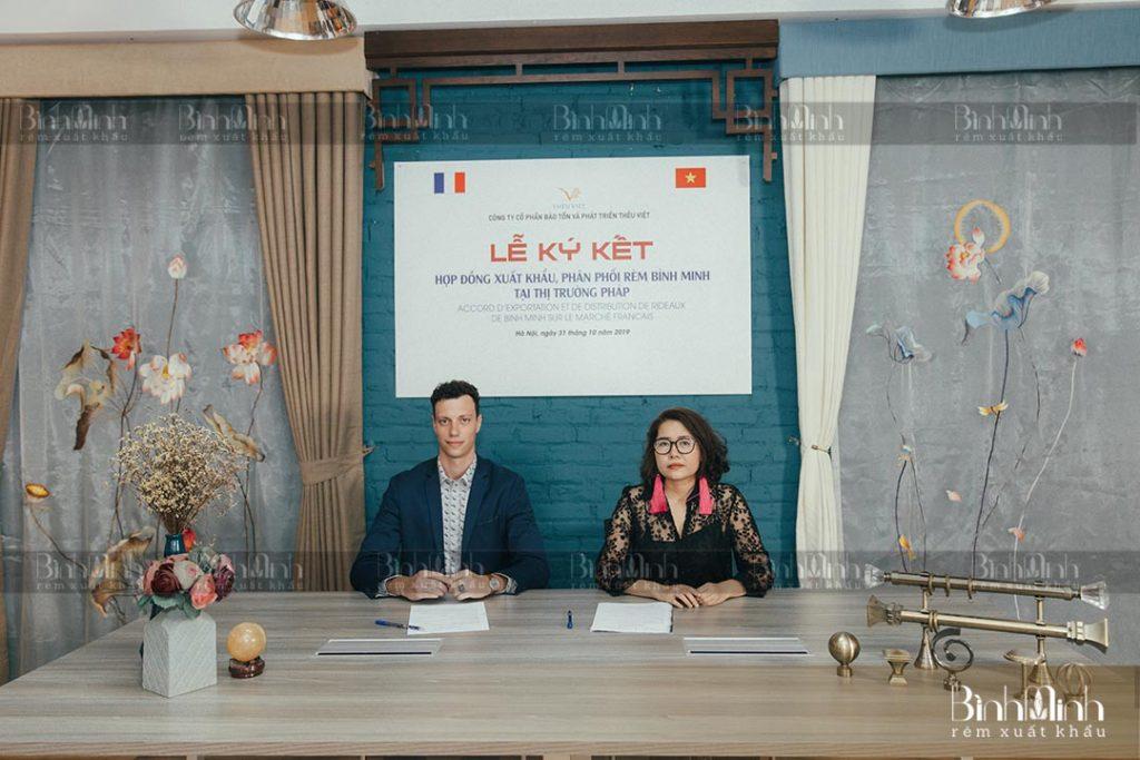 Lễ ký kết hợp tác rèm xuất khẩu Bình Minh với đối tác Pháp