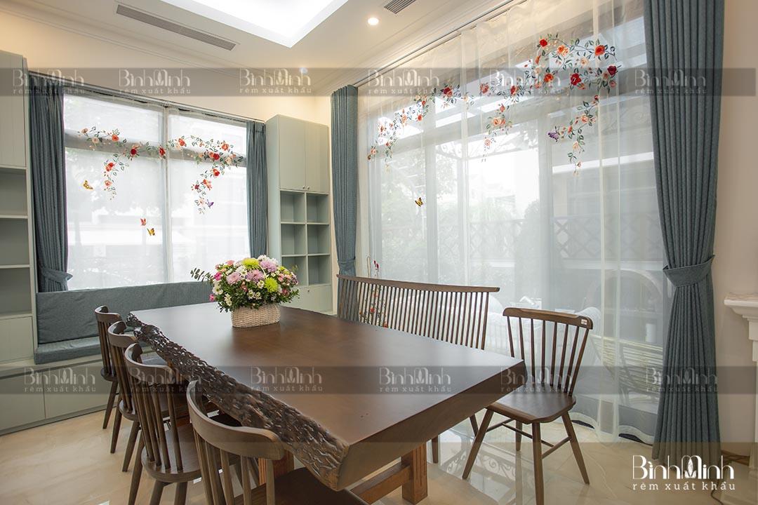 Rèm phòng ăn biệt thự Ciputra với mẫu rèm thêu hoa hồng