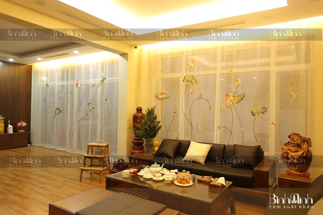 Rèm phòng khách mẫu thêu Thanh liên hoa căn biệt thự Splendora An Khánh