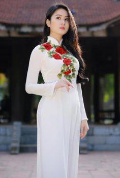 Bí quyết lựa áo dài thêu hoa hồng phù hợp đơn giản