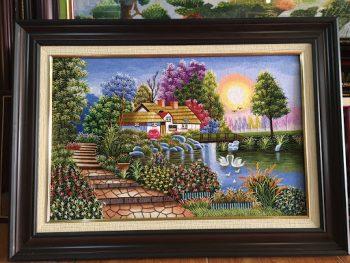 Lưu ý về màu sắc của bức tranh thêu phong cảnh