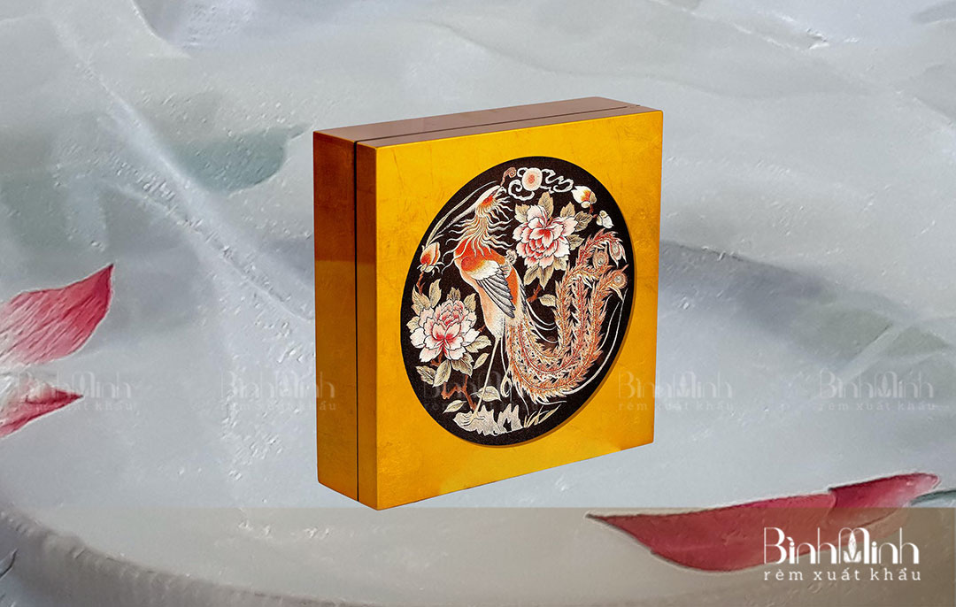 Hộp gỗ sơn mài tranh thêu Phượng – HSM05