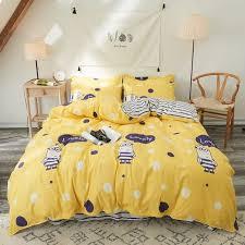 Một số mẫu chăn ga giường màu vàng dành cho phòng ngủ hiện đại 2021