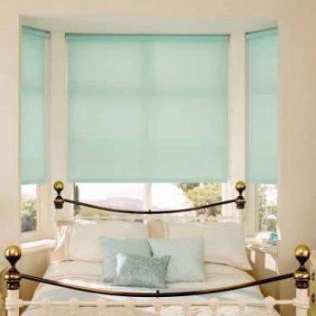 Rèm cuốn cản nắng cho phòng ngủ hiện đại