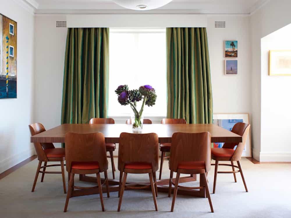 Phòng ăn thêm sang trọng, ấm cúng với bộ rèm màu xanh